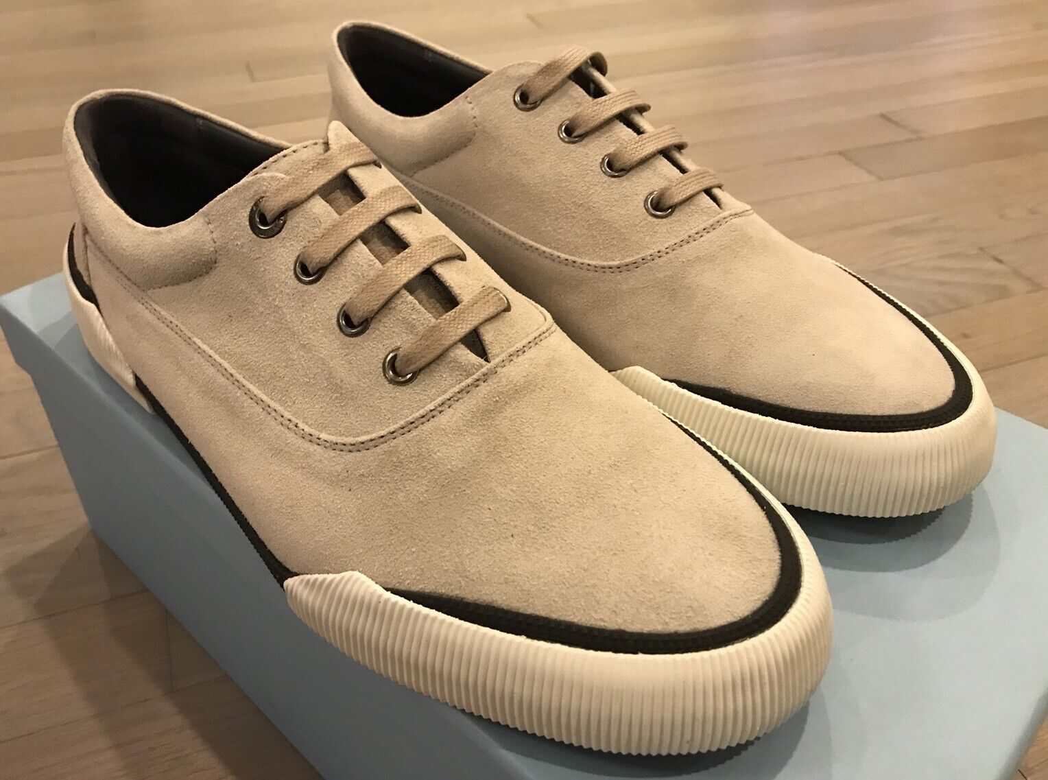 550 Lanvin Light Gray Suede Sneakers size US 8