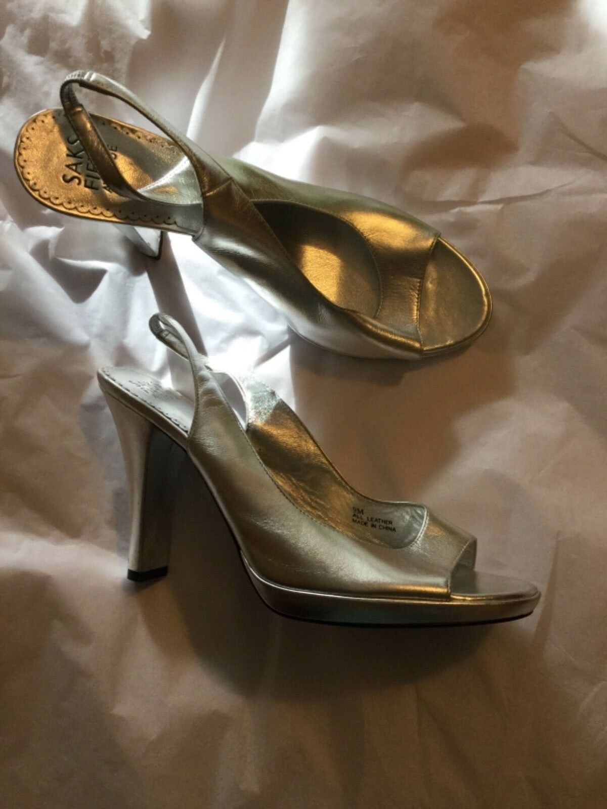 NEW Saks Fifth Avenue Silber Leather Leather Leather Open-Toe Special Occasion Pumps - 9 5966cc