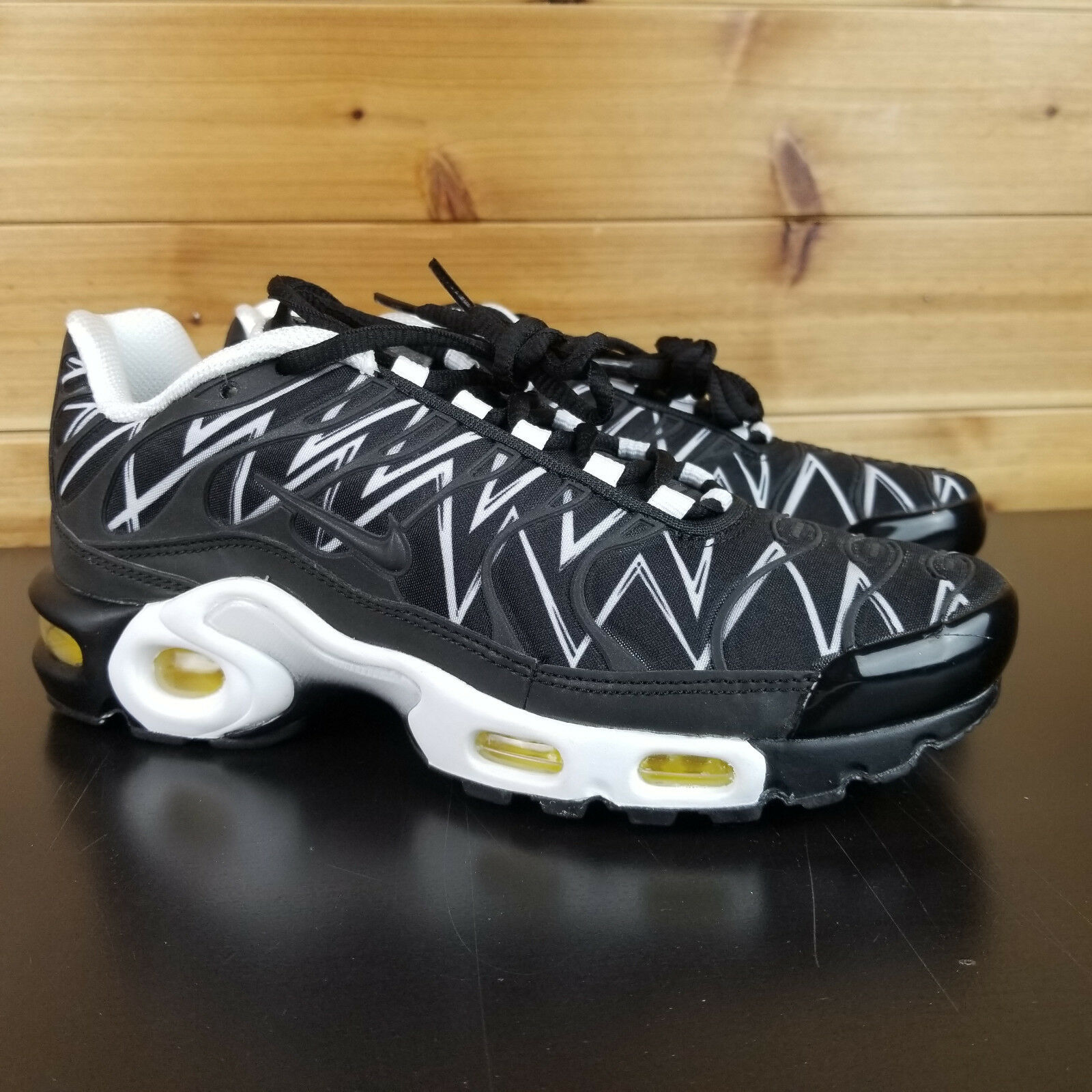release date: 6a0f0 d4d0a brand new nike air max essentiels modernes rouge noir ou ou ou blanc,  taille 11,5 occasionnel gym 2ed293