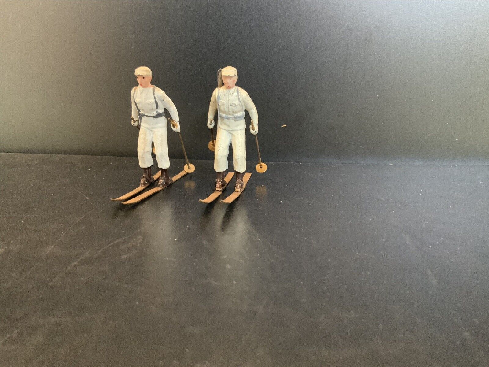 VINTAGE BRITAINS 2 SKI TROOPERS from set 2037 Vg Condition