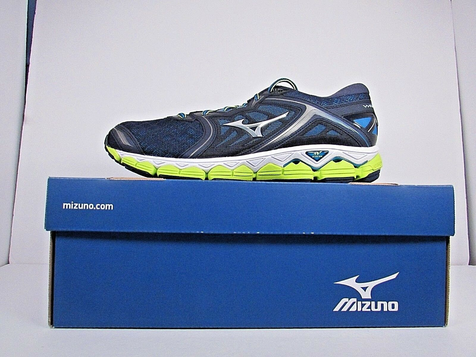 MEN'S MIZUNO WAVE SKY    BRAND NEW   WITHOUT BOX  RUNNING SHOES   ON SALE