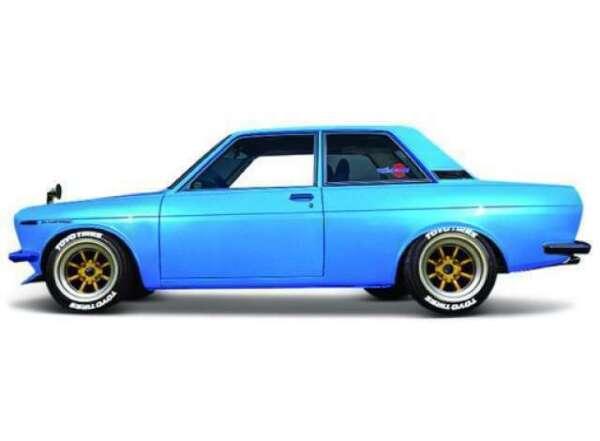 Datsun Nissan Bluebird 510 Rot 1971 Bausatz Kit 1//24 Maisto Modell Auto mit individiuellem Wunschkennzeichen