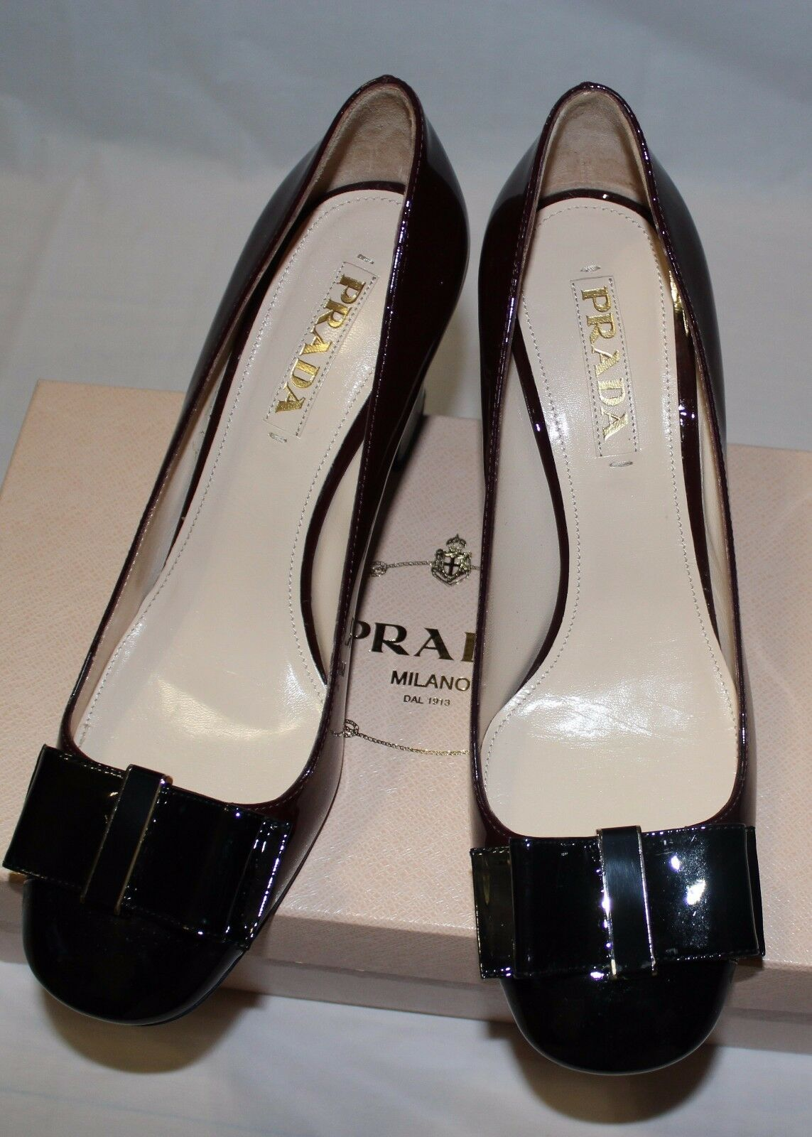 AUTHENTIC!  650 PRADA VERNICE BI-COLOR  AMARENA PUMP 39.5/ 9.5 US