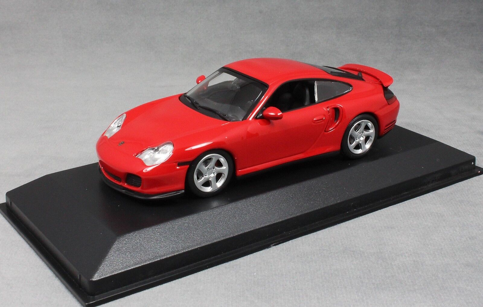 Minichamps Maxichamps Porsche 911 996 Turbo in Red 1999 940069300 1 43 NEW