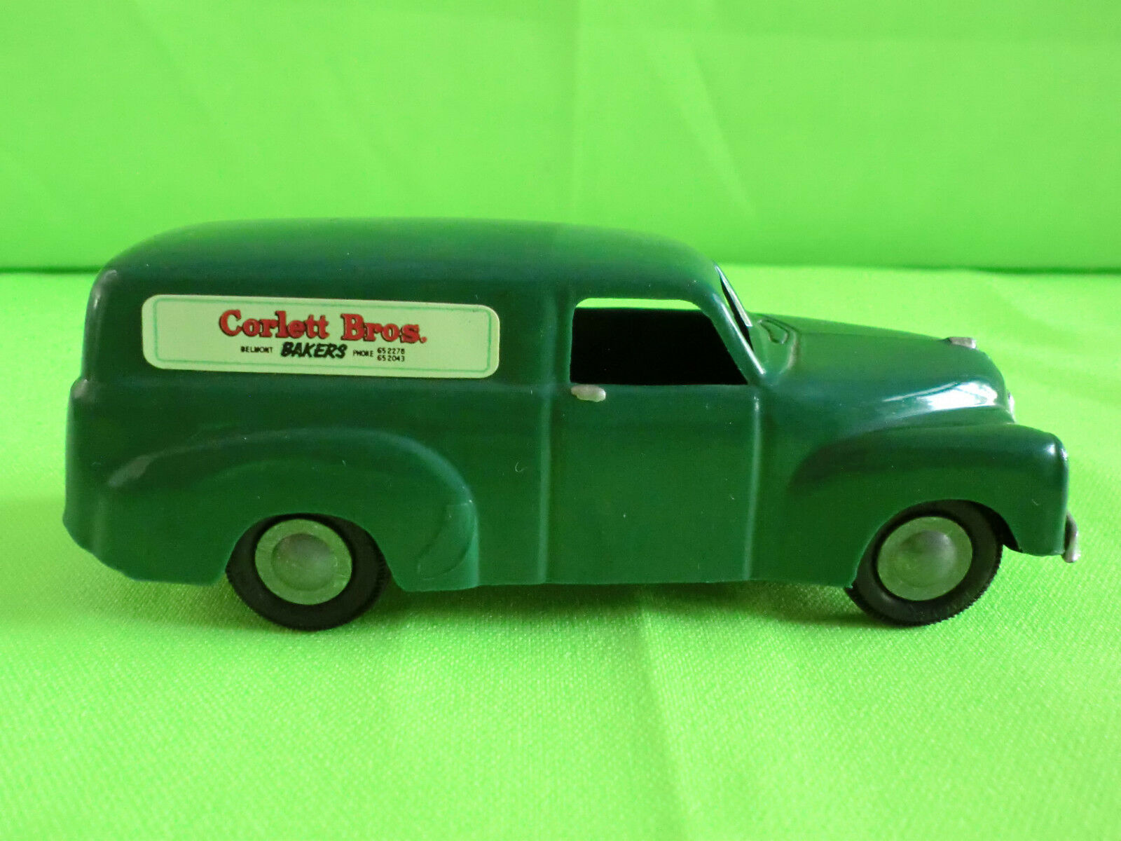 MICRO MODELS - G.M. HOLDEN F.J. VAN  - - - MADE IN AUSTRALIA       IN MINT CONDITION c3cdab