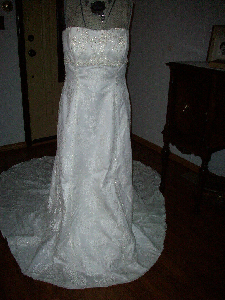 Plus Bride Sz 16 creme lace & beading mermaid cathedral