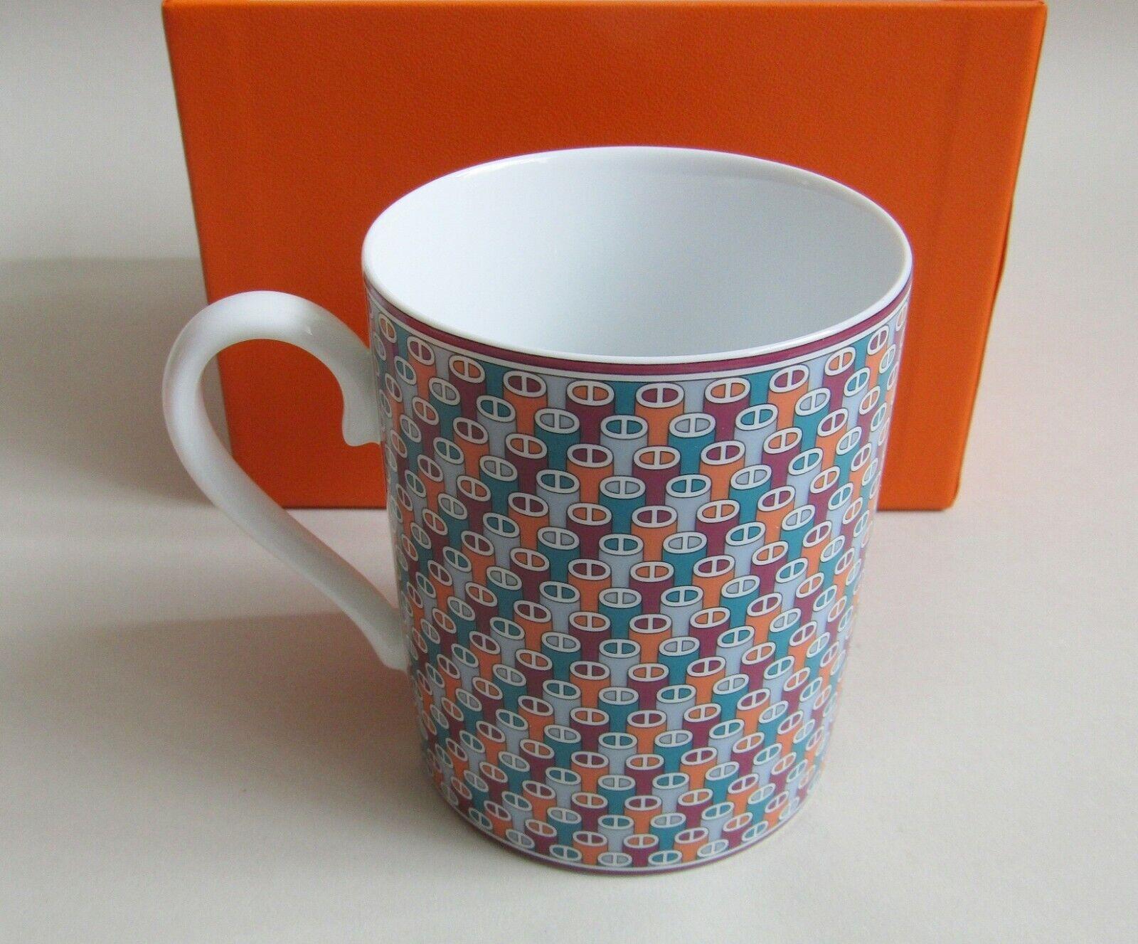Hermes. Mug en porcelaine modèle Tie Set dans sa boite état neuf