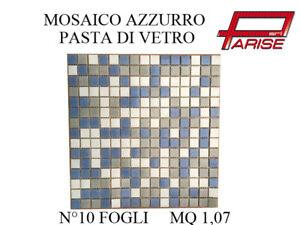 Mosaico-miscelato-rivestimento-decorativo-su-rete-in-pasta-di-vetro-azzurro