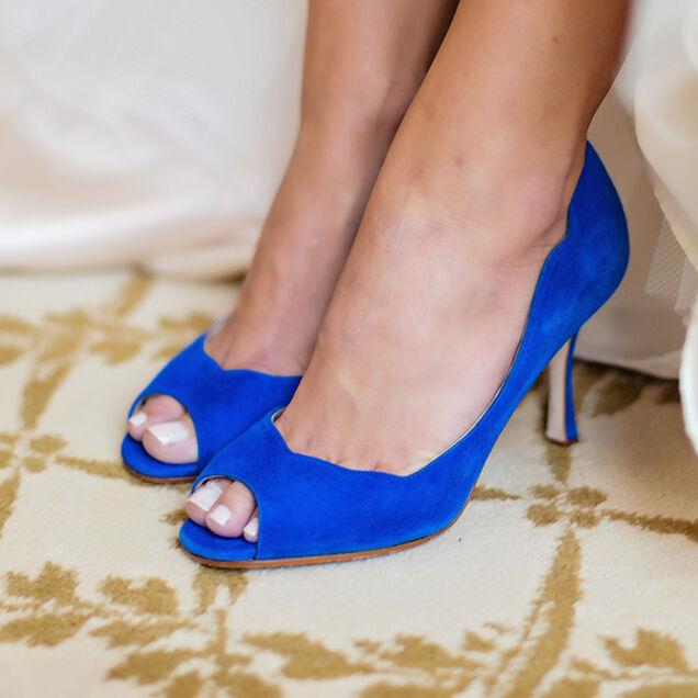 865 New Manolo Blahnik Cobalt Royal bluee Suede Peep toe Scalloped shoes 40.5 41