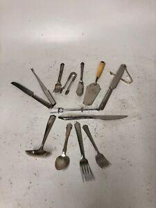 Menge-14-verschiedene-Silber-Teller-Gabeln-Loeffel-etc-Vintage-Bestecke-Silberbesteck