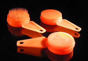 Pet-Grooming-Brushes-with-Retractable-Bristles-Lot-of-48-brushes