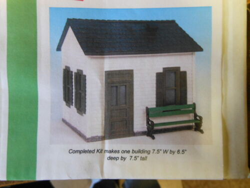 G-Scale Aunt Bertha's House with Bench