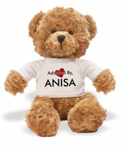 Adopted von Anisa Teddy Bär trägt ein personalisiert Name T-Shir