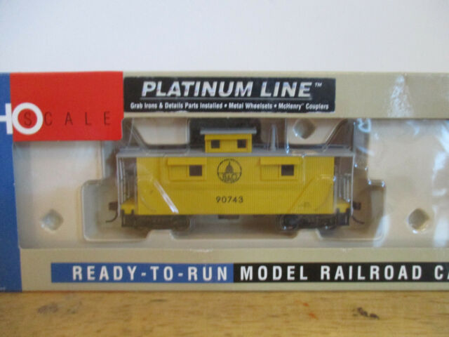 WALTHERS Platinum B&O 25' Wood caboose, C&O Style, Rd # 90743 HO
