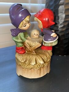 Vintage-Christmas-Music-Box-Children-w-Baby-Jesus-O-Come-All-Ye-Faithful
