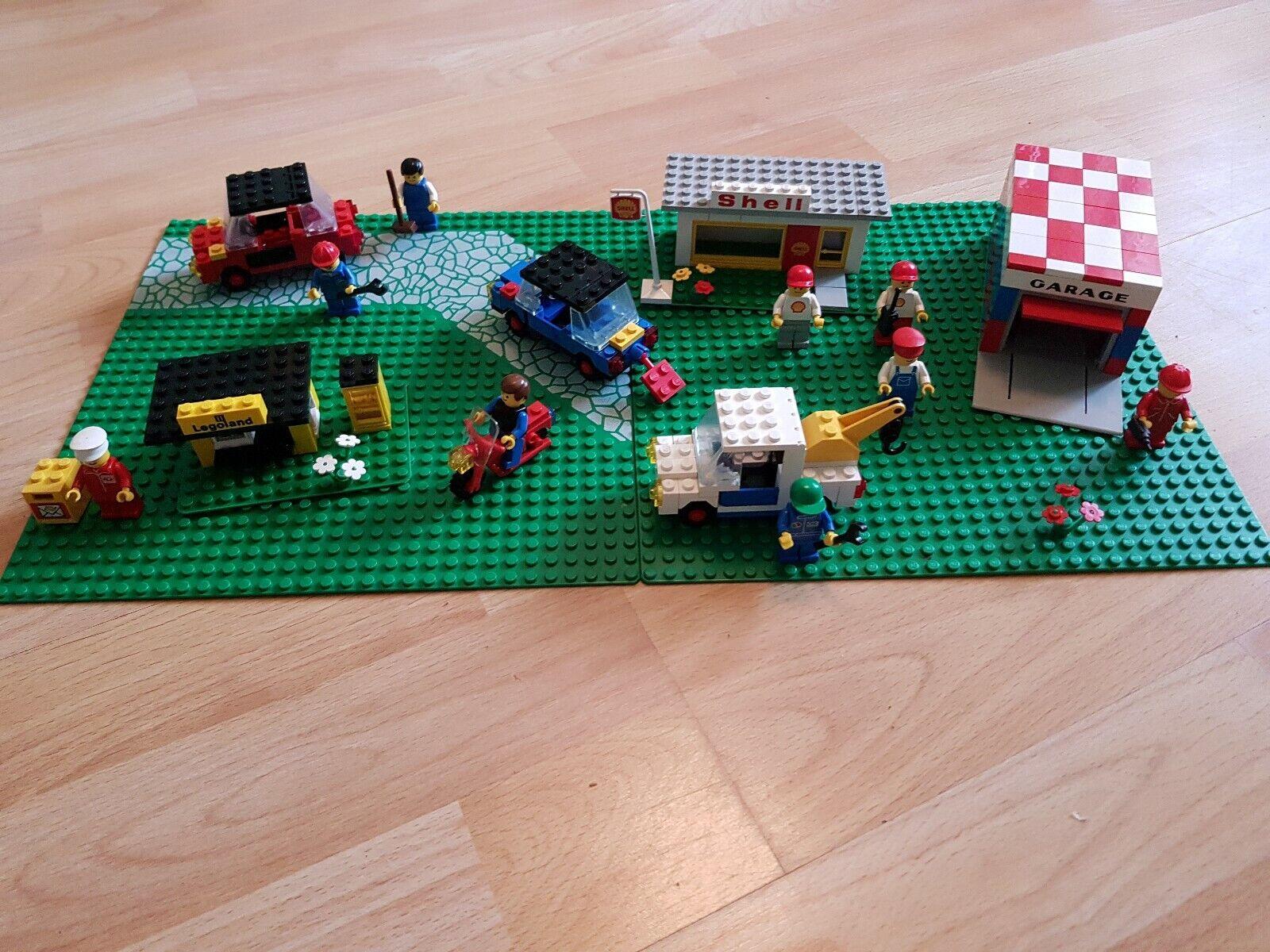 Alte Lego Landschaft mit Lego Garage, Lego Shell Tankstelle und Legolandhäuschen