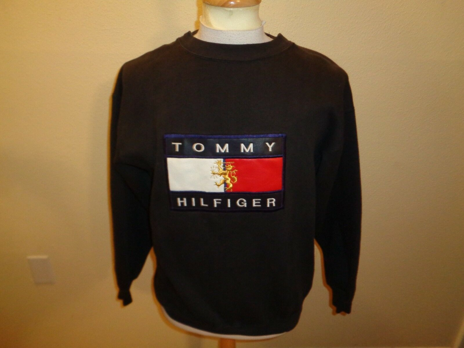 VTG 90s M/XL  Herren Tommy Hilfiger StiefelLEG spell out flag patch sweatshirt shirt