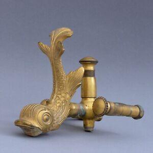 Grand-robinet-en-bronze-dore-en-forme-de-dauphin-19eme