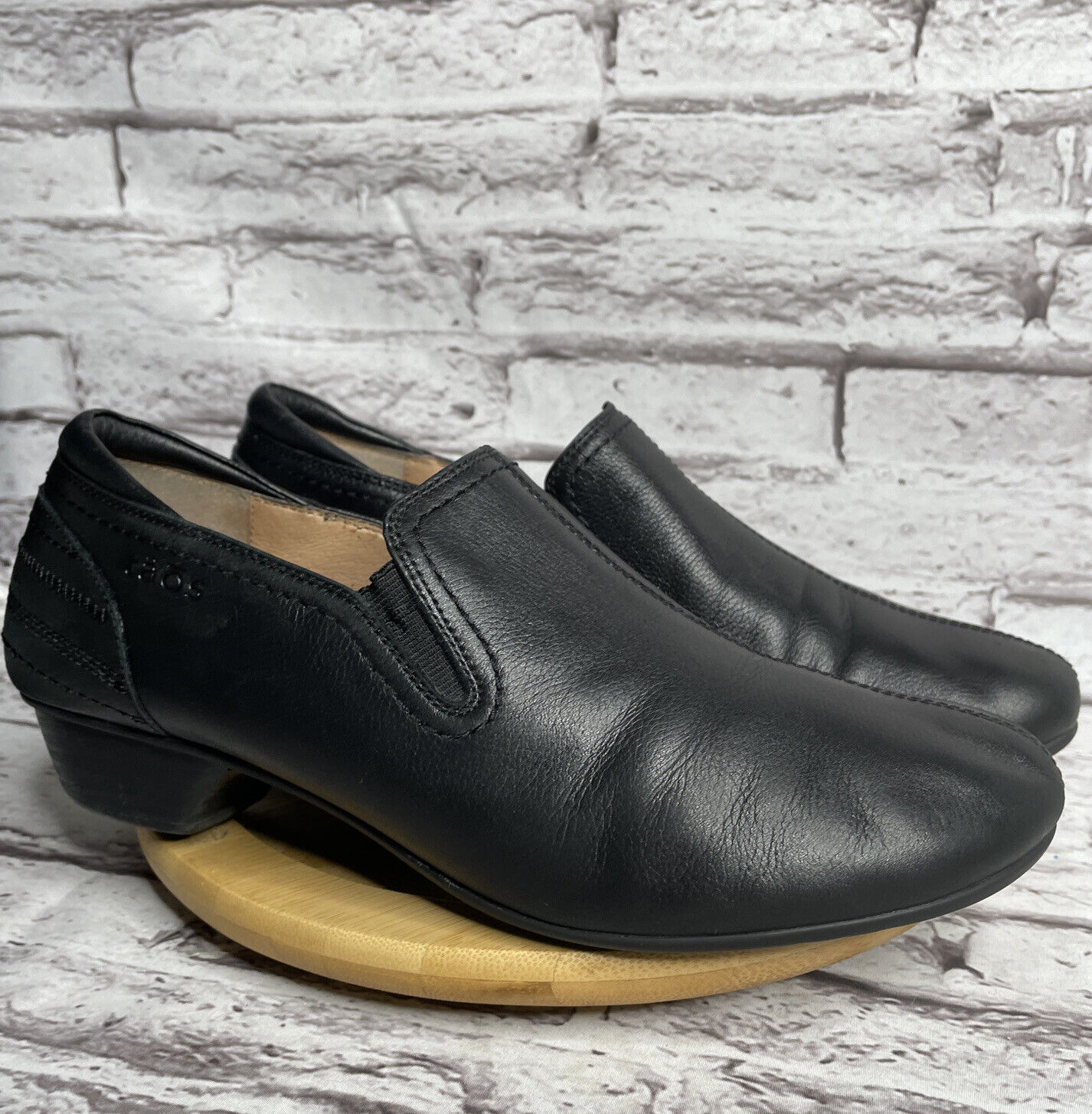 Taos Shuffle Womens Size 9.5 Black Leather Slip On Shoes