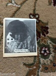 k2-2-ephemera-1966-picture-thanet-diane-friend-hats