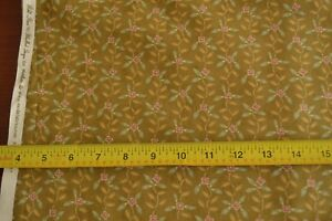 By-1-2-Yd-Calico-on-Old-Gold-Quilting-Moda-Blackbird-Wild-Rose-2667-13-M8533