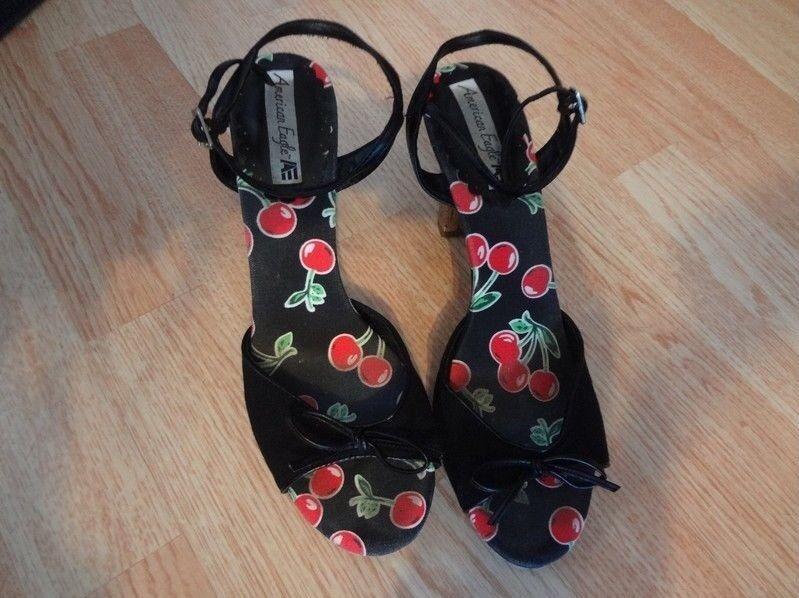 Womens Sz 8.5 American Eagle Heels Shoes Cherries Bow