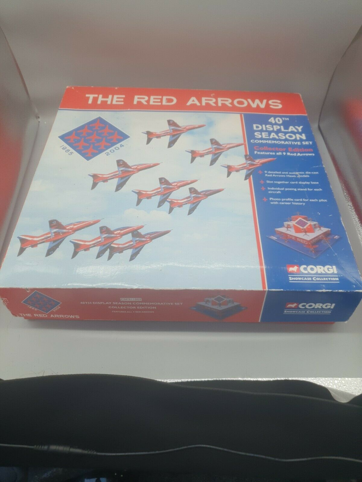 Corgi Small Scale Diecast Csfs11009 Red Arrow 40th Display Season Card Stand For Sale Online Ebay The stand arrows don't actually have to be arrows to affect people. corgi the red arrows 40th display season commemorative set collector edition