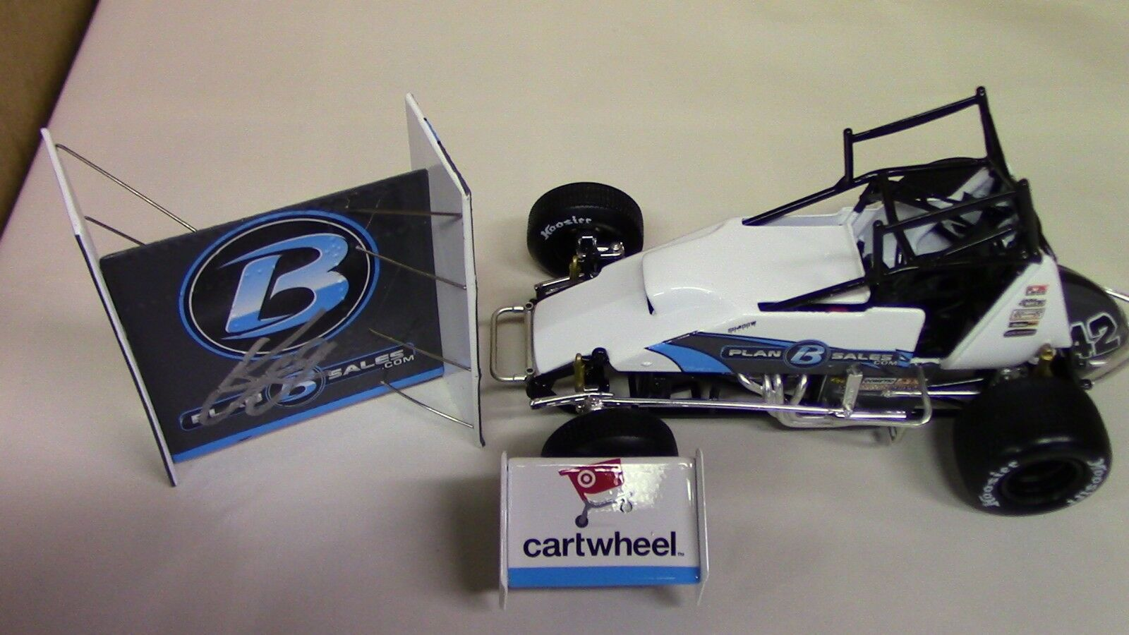 Kyle Larson AUTOGRAPHED World of Outlaws Dirt Sprint Car 1 24 Scale New w COA