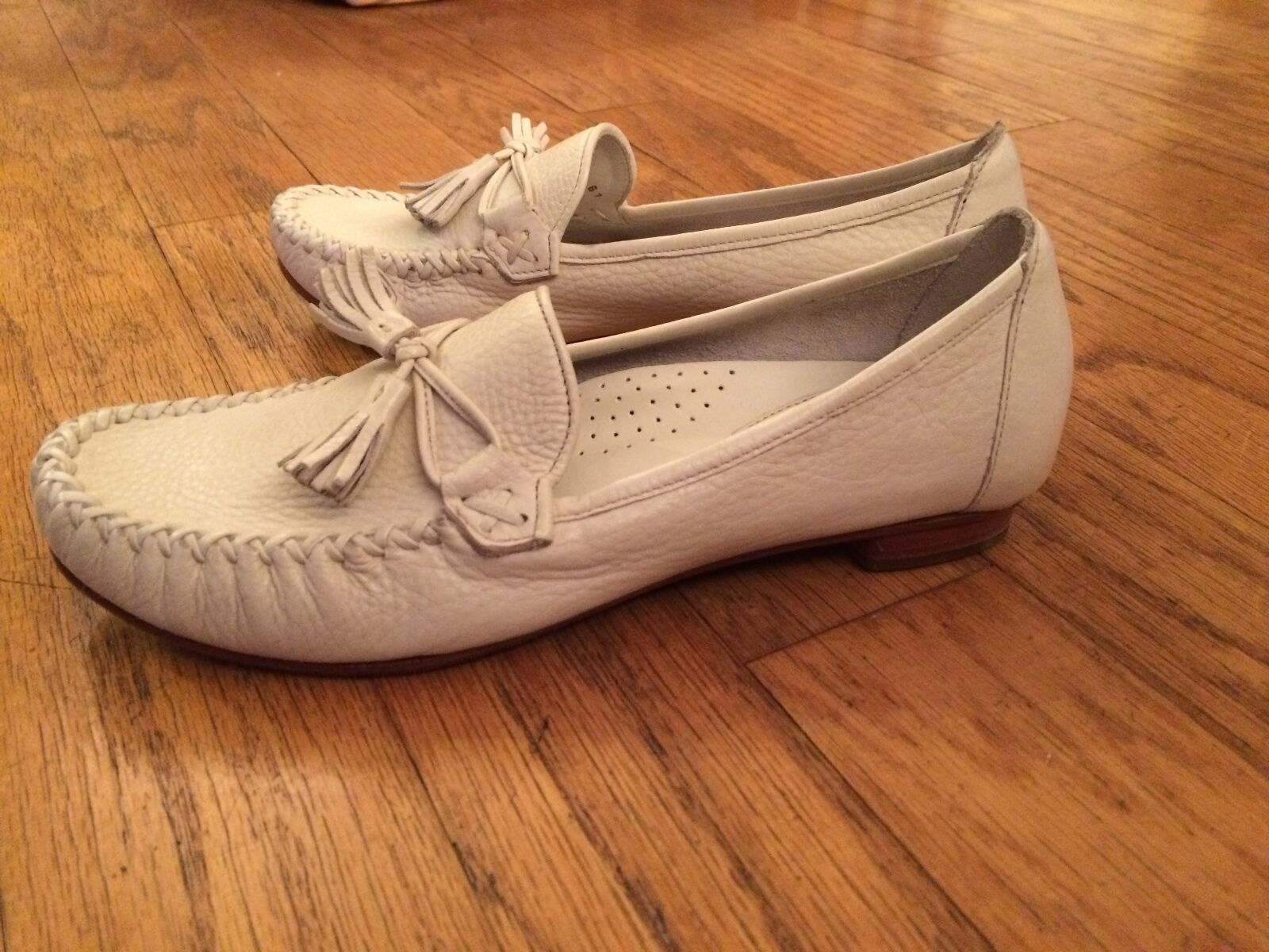 COLE HAAN Leather Slip-on Loafers / Moccasins w/ Stitched-on Apron & Tassels 7B