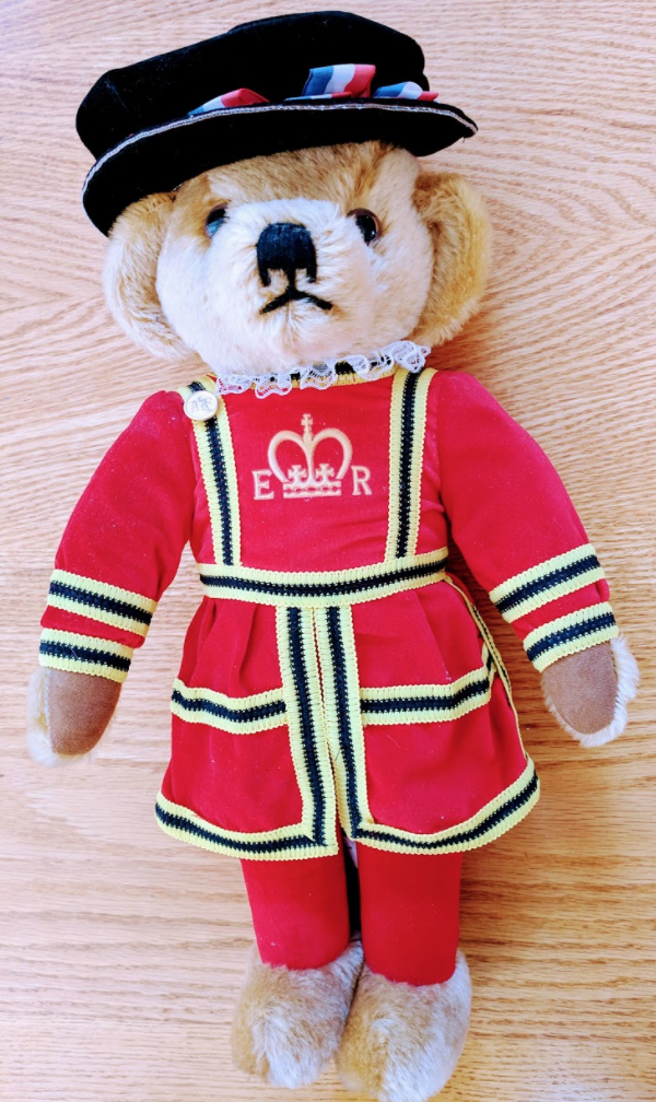 18  MERRYTHOUGHT Yeoman Warder Royal Guard Beefeater Bear Made in England