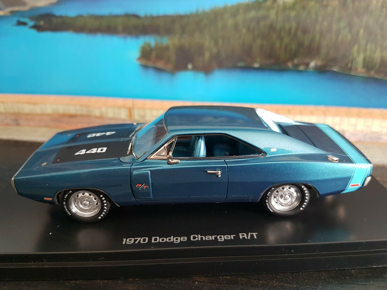 Carworld 1970 dodge charger r t scale 1.43