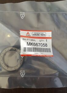 Details about Mitsubishi Fuso CANTER Genuine Parts  Shaft Seal PCV Cover  MK667058
