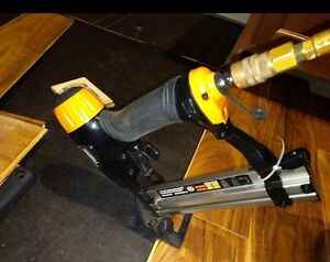Flooring nailer hardwood wood floor air stapler 18 gauge for Wood floor nails or staples