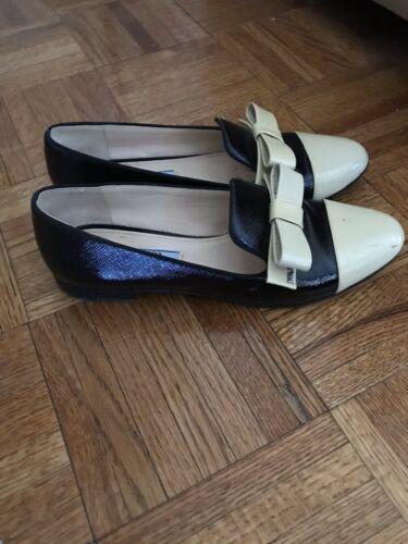Prada Flats Loafers Size 38.5 Preowned Authentic