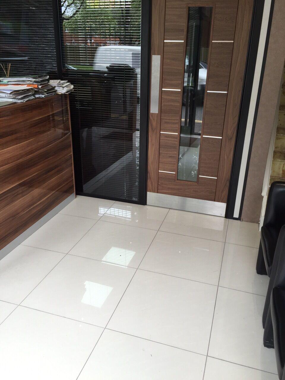 Off White 60x60 Polished Porcelain Tile For Bathroom Kitchen Pre Sealed Sample