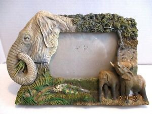 Rectangular-Gray-Resin-Elephant-5-x-3-Standing-Picture-Frame-with-Glass