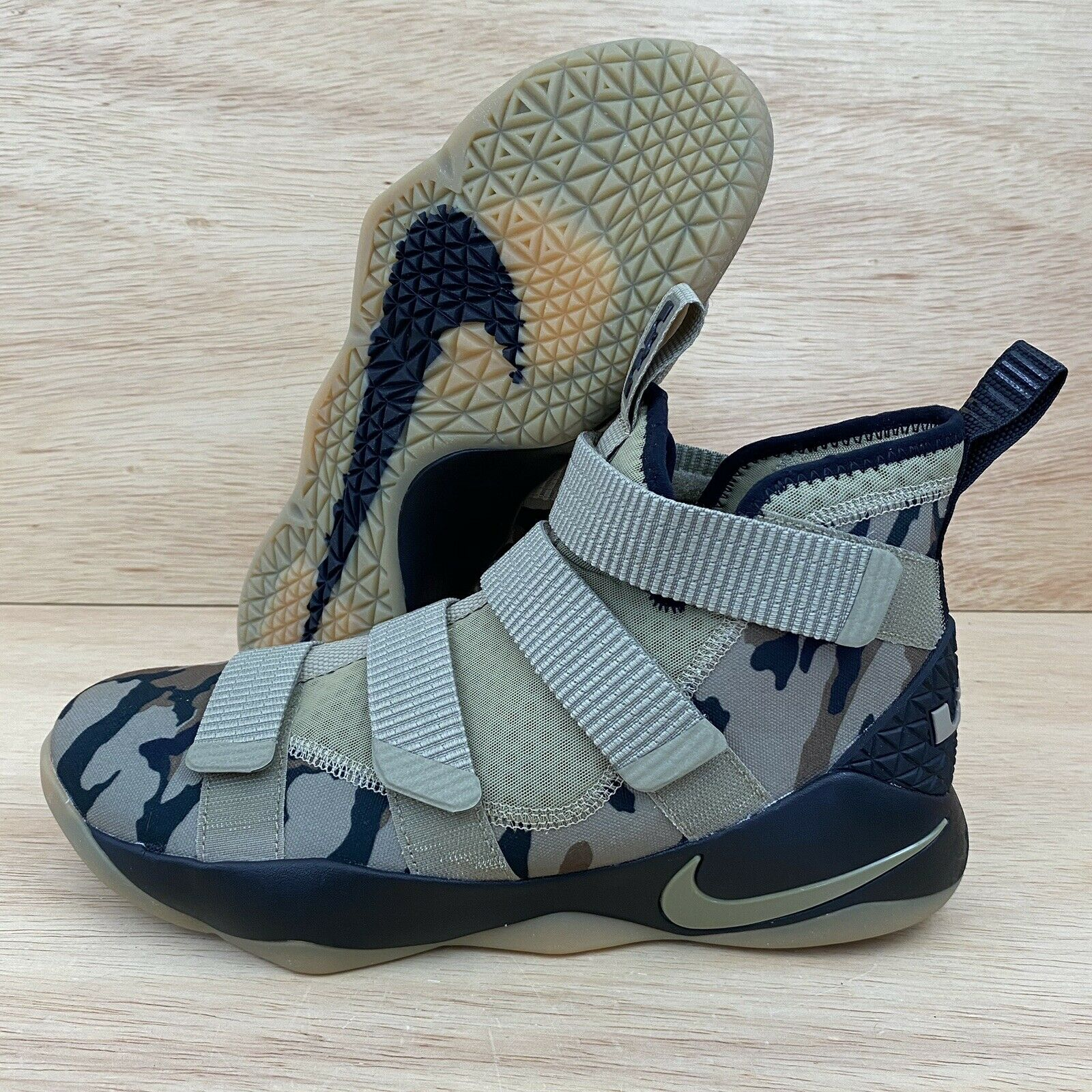 Nike Lebron Soldier XI Mens Basketball
