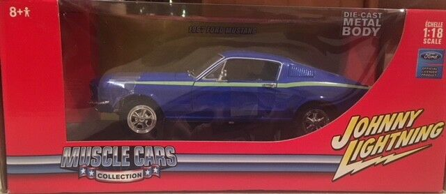 1967 Bleu Ford Mustang JOHNNY LIGHTNING 1 18 DIE CAST Brand New in Box 2005