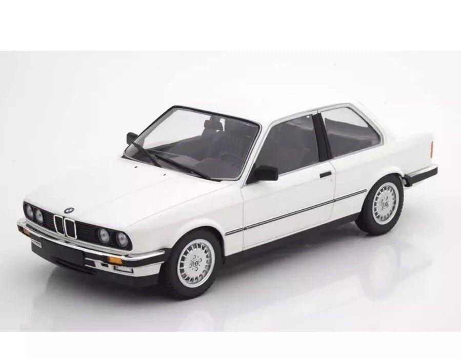 Minichamps 1982 BMW 323i E30 vit 1 18 LE 60pcs New Snygg BMW Herregud