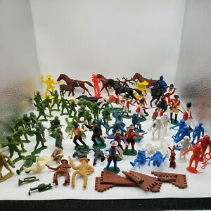 Vintage-Mixed-Lot-of-80-plastic-Toys-MPC-Timpo-BT-Soldiers-cowboys-Indian