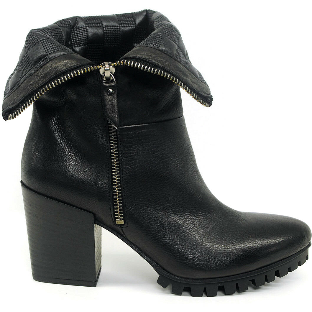 VIC by Vic Matie Made in  fashion casual black leather ankle boots  370