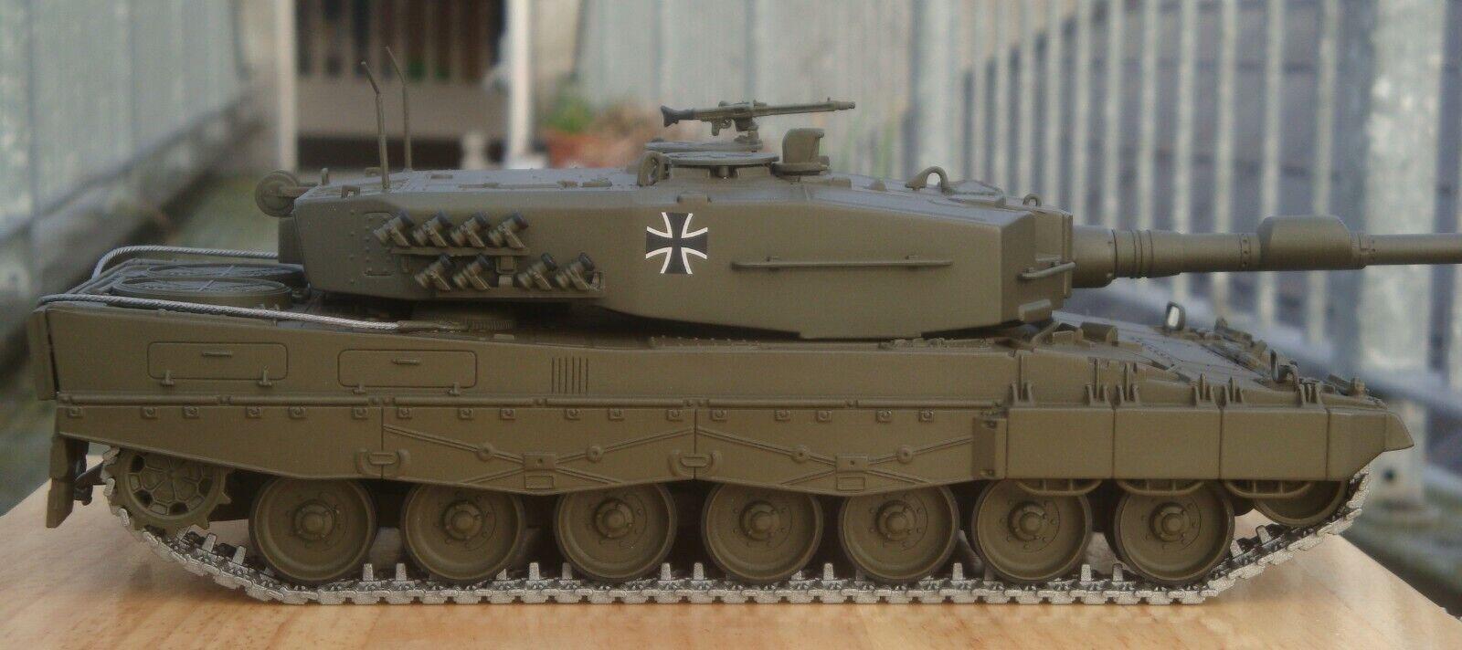 Minichamps 350011000, Kampfpanzer Leopard 2, Hofgeismar, Alemania, 1982, 1 35