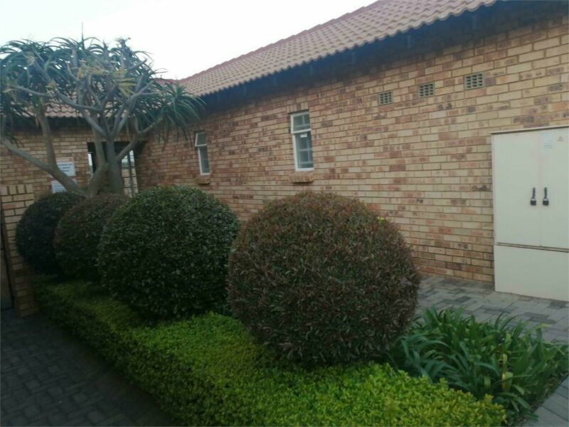 Duplex in The Reeds For Sale