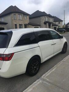 Honda Odyssey 2012 couleur blanche