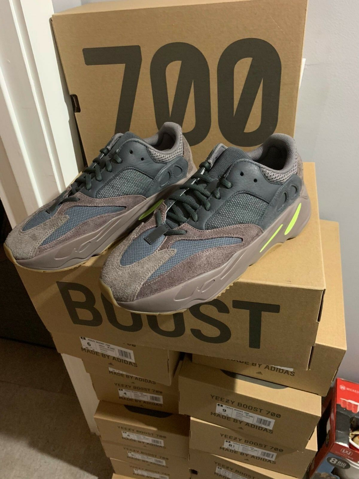 Adidas Yeezy Boost 700  Mauve  WAVE RUNNER  Authentic Size 4 -14 EE9614 Kanye