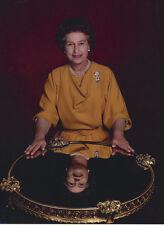 Queen Elizabeth II 10 x 8 UNSIGNED photo - P1039