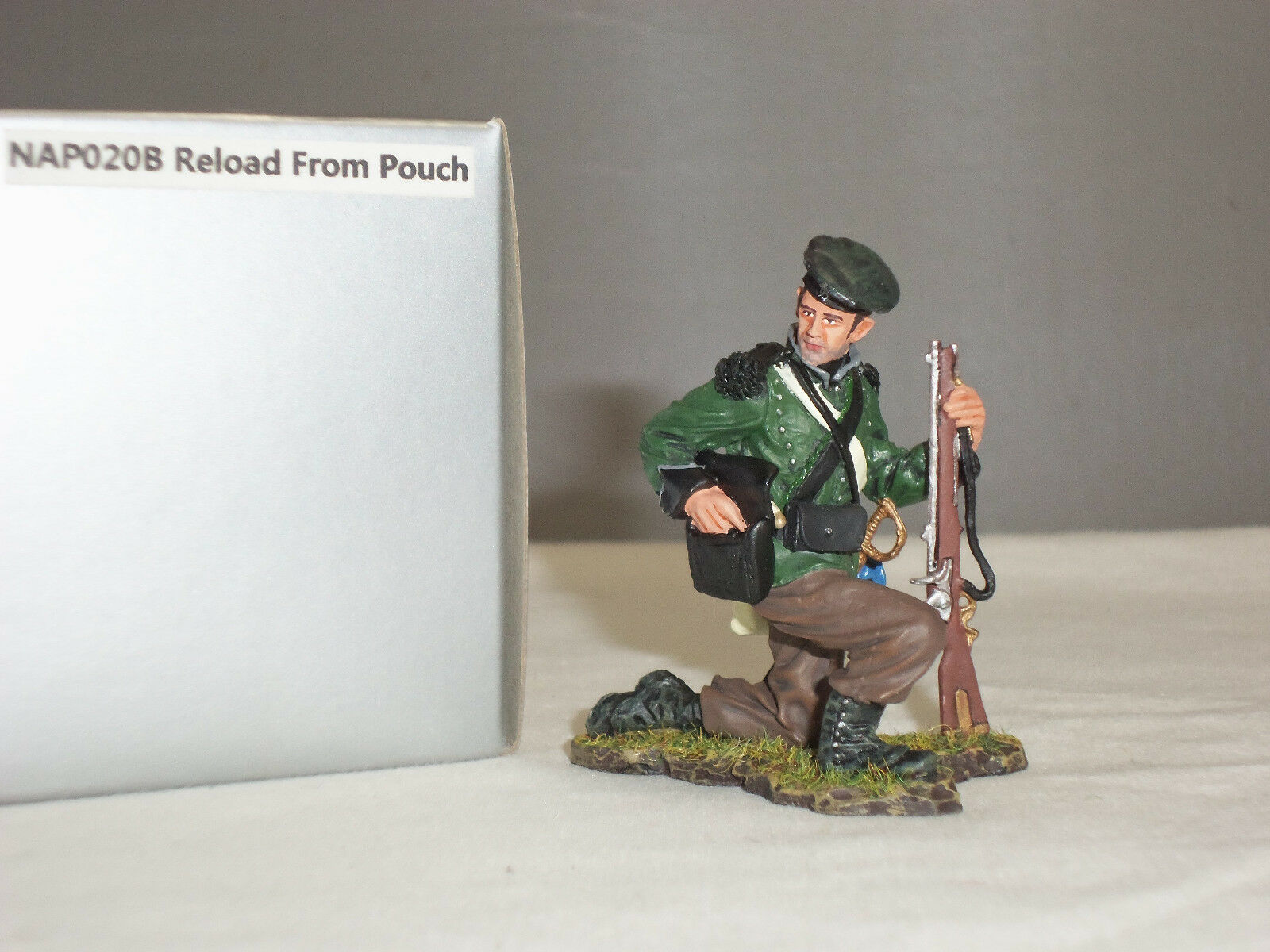THOMAS GUNN NAP020B BRITISH 95TH RIFLES RELOADING FROM POUCH TOY SOLDIER FIGURE