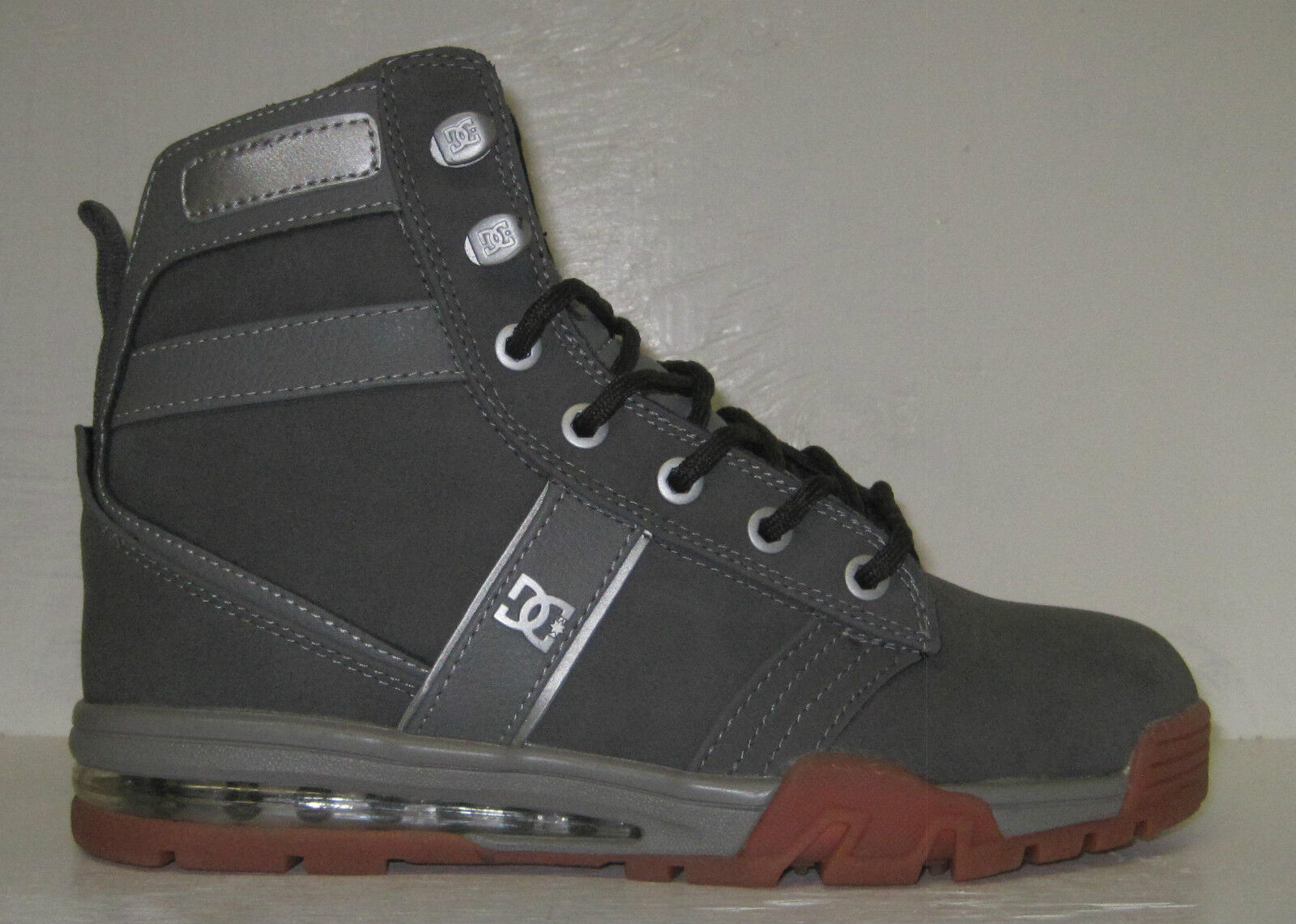 dc men's lieutenant wr sneaker, grey/gum sizes 6 & 6.5 M US