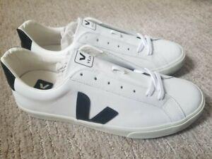 Veja Esplar Leather Low Top Sneaker
