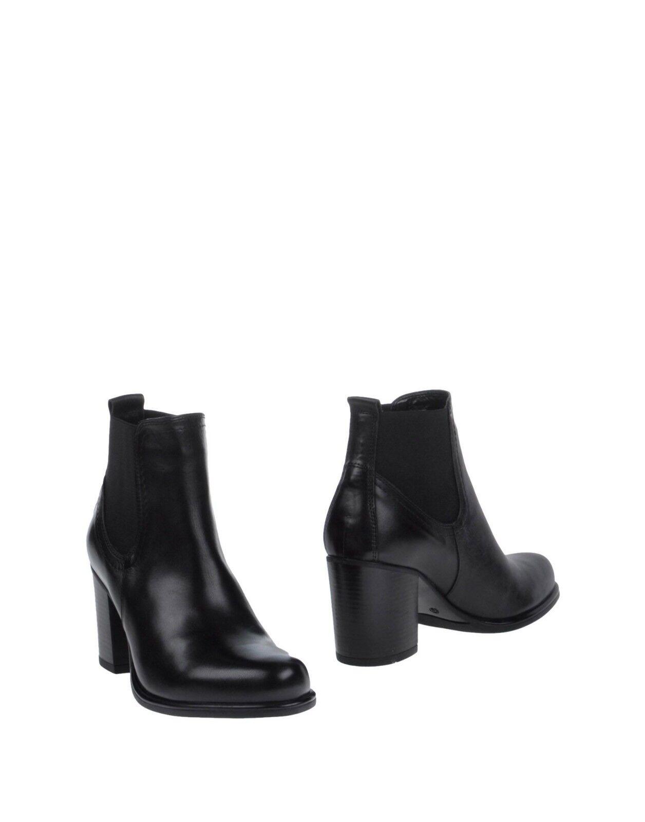 Cafe Noir Ladies Black Leather Ankle Boots LN39 09